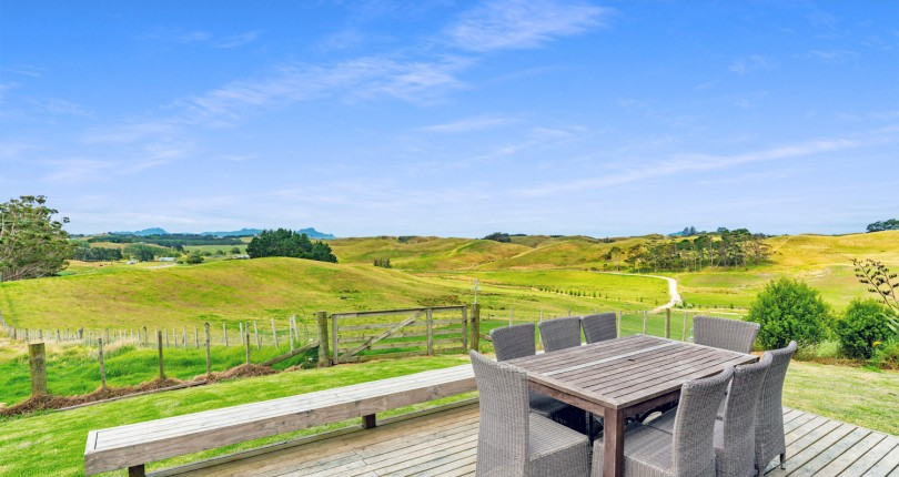 5 Bedroom Family Home with Extensive Views – Rural Waipu